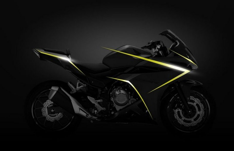 Honda, new look per la CBR500R