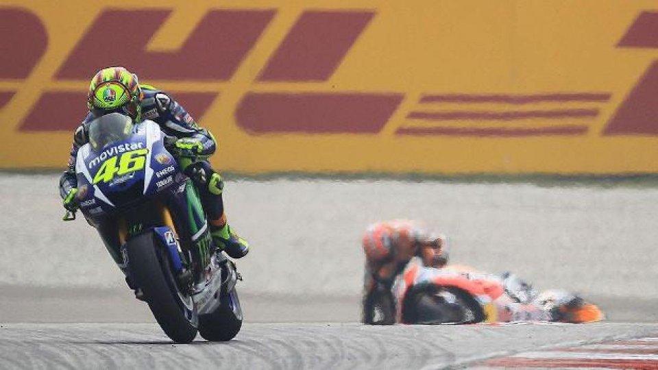 Moto - News: MotoGP: il contatto Rossi-Marquez ha trasformato la pista in uno stadio