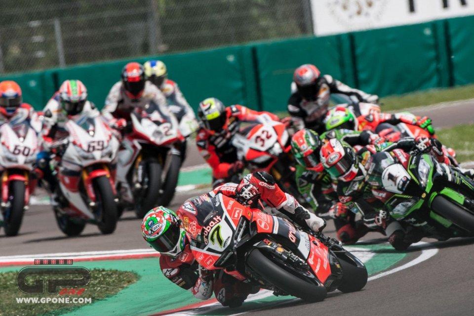 Imola: Davies runs away with Race 1