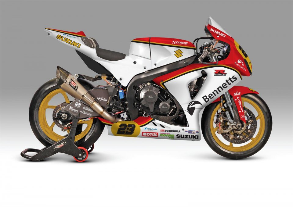 The Bennetts Suzuki team honors Barry Sheene