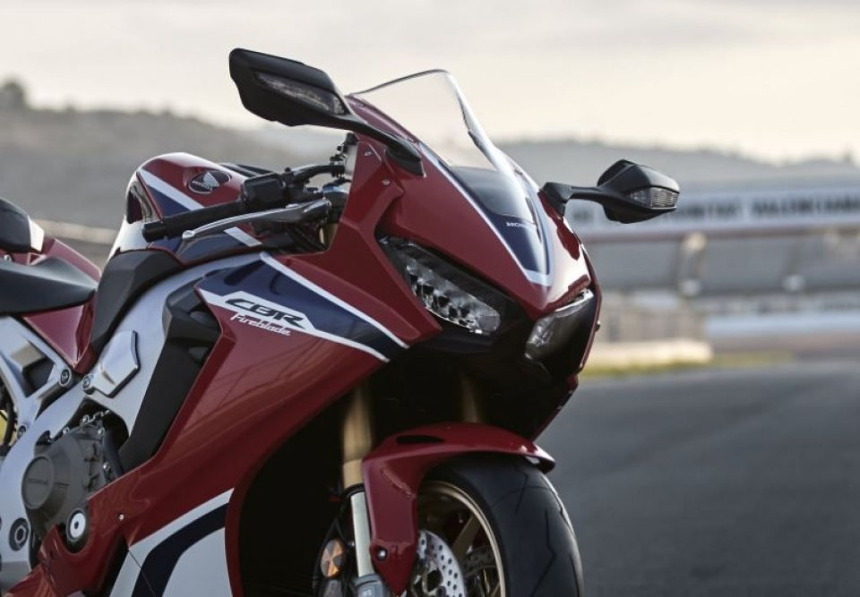 Honda, a new Fireblade is coming to EICMA