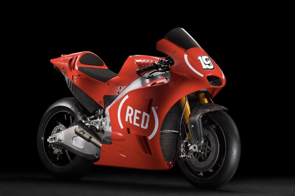 At Valencia Aprilia with (RED) against AIDS