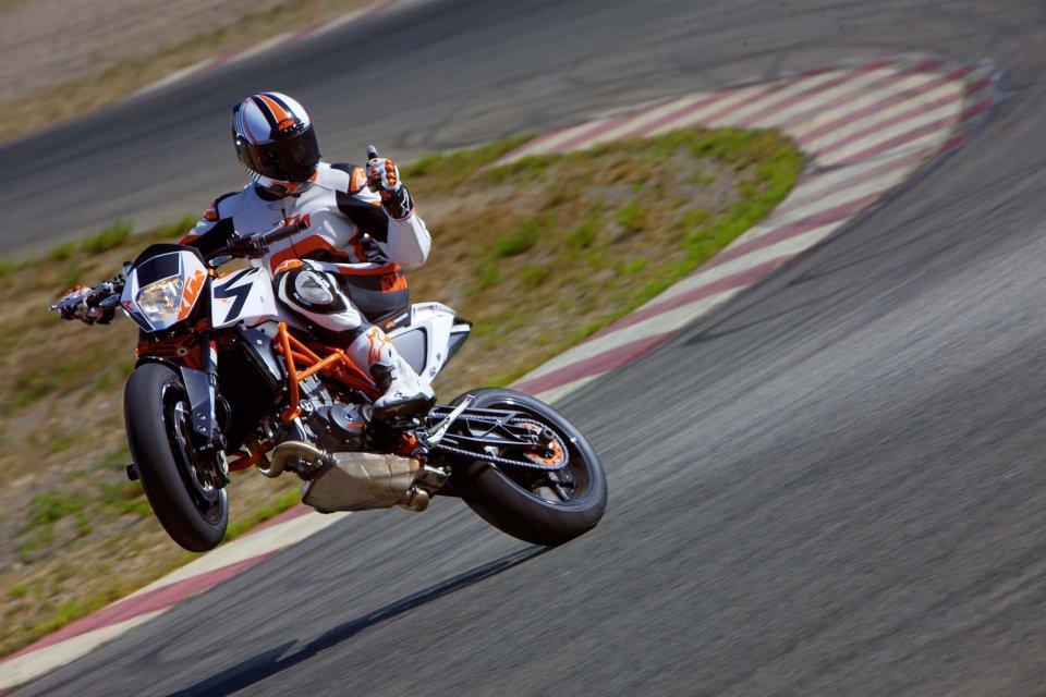 Moto - News: KTM: campagna di richiamo su 690 DUKE e 690 DUKE R dal MY12 al MY16