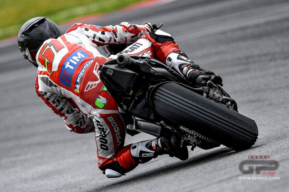 MotoGP: L'asfalto non drena la pioggia: test a Sepang a rischio