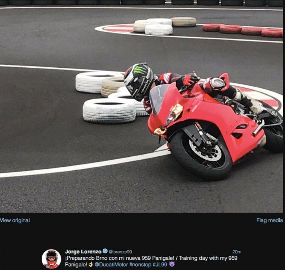 MotoGP: Lorenzo trains on the Ducati Panigale