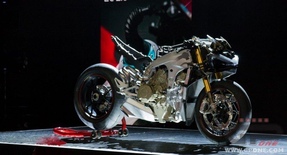 Moto - News: Eicma 2017, Ducati Panigale V4 S: la nuda arte