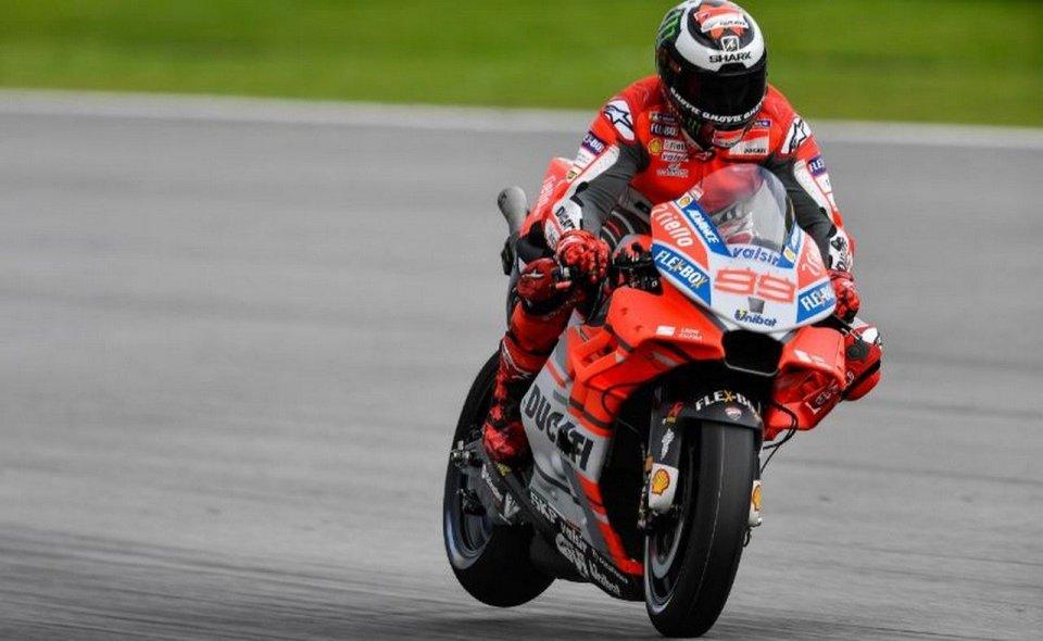 MotoGP: Lorenzo, caduta e record con Ducati a Sepang