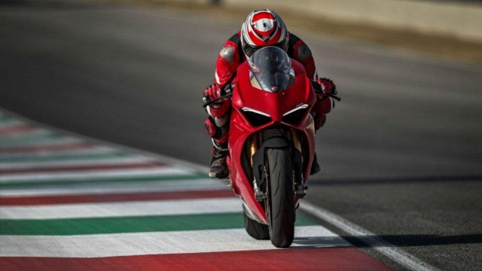 Moto - News: Ducati: la Panigale V4S è da record [VIDEO]