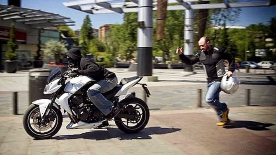 """Moto - News: I supereroi esistono: """"Wonder Woman"""" scooterista fa arrestare ladro seriale di moto"""