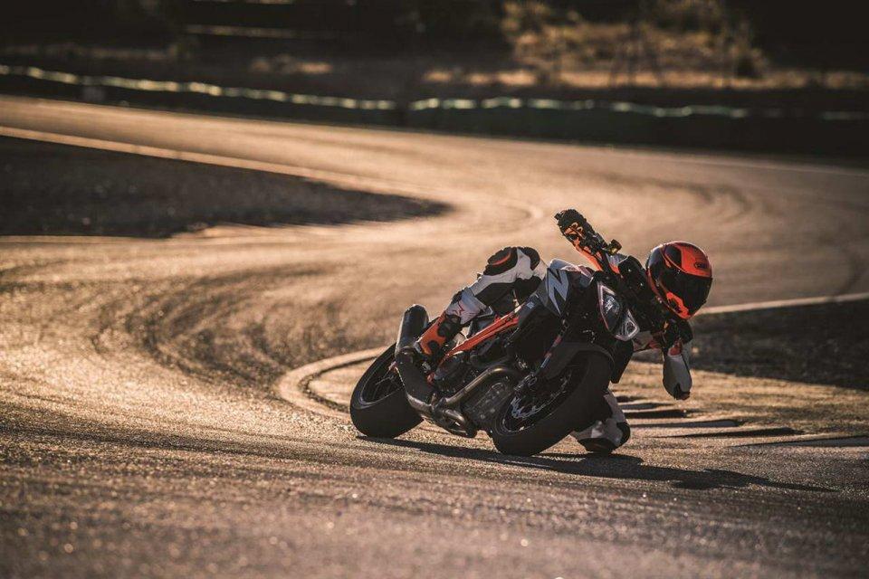 "Moto - News: KTM 1290 Super Duke R e GT 2019: svelate le nuove ""bestie"""