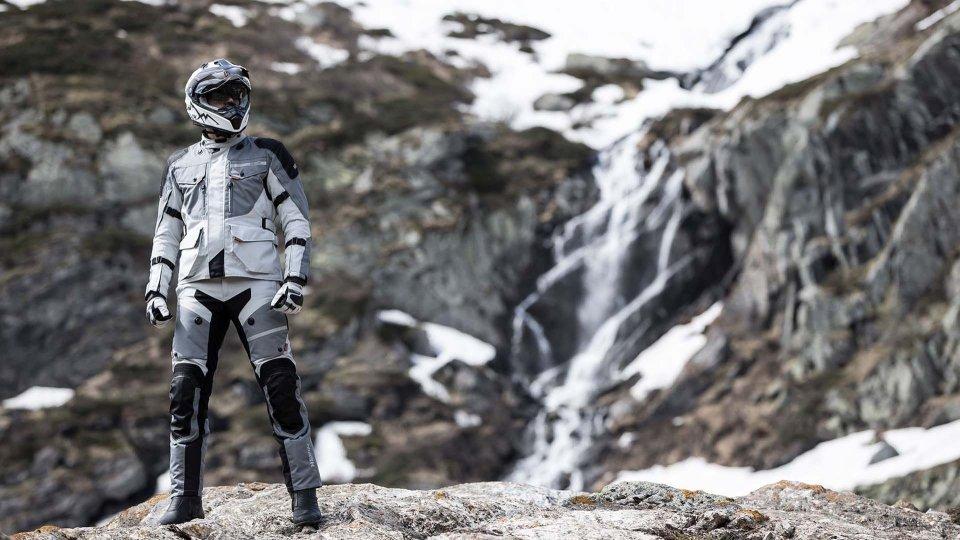 Moto - News: Hevik Titanium R, la giacca touring si rinnova