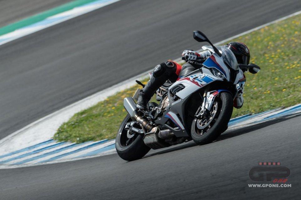 Moto - Test: Bridgestone Battlax S22: asciutto o bagnato, non ti temo!