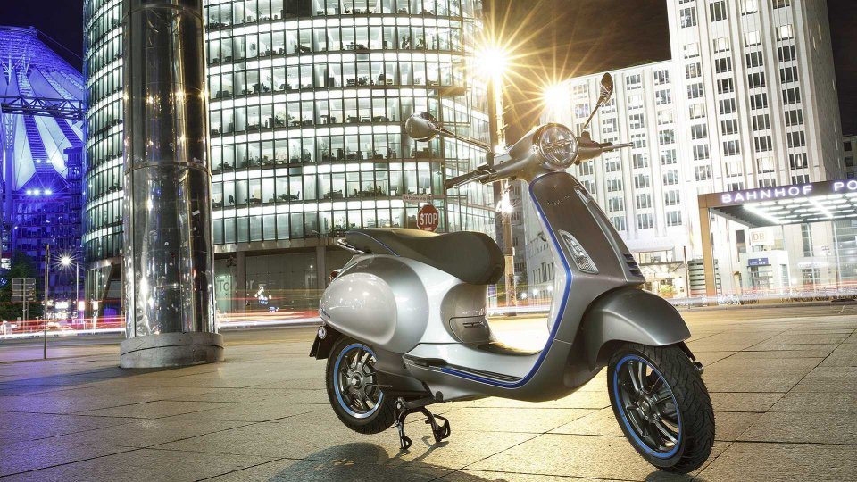Moto - News: Vespa a Milano per un weekend glamour