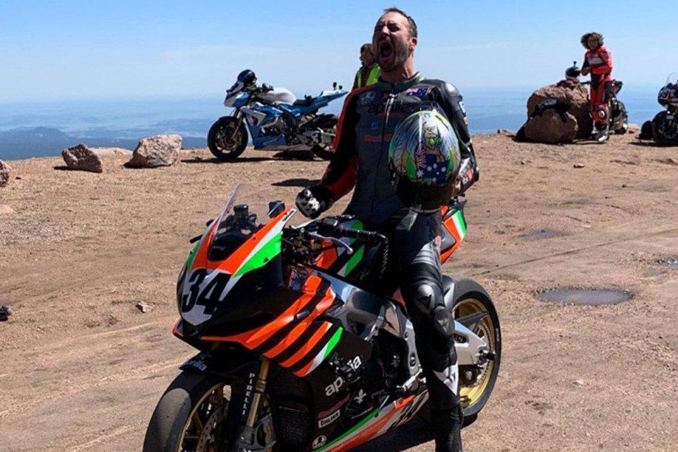 Moto - News: Aprilia vince a Pikes Peak: tragedia Dunne con la Ducati Streetfighter