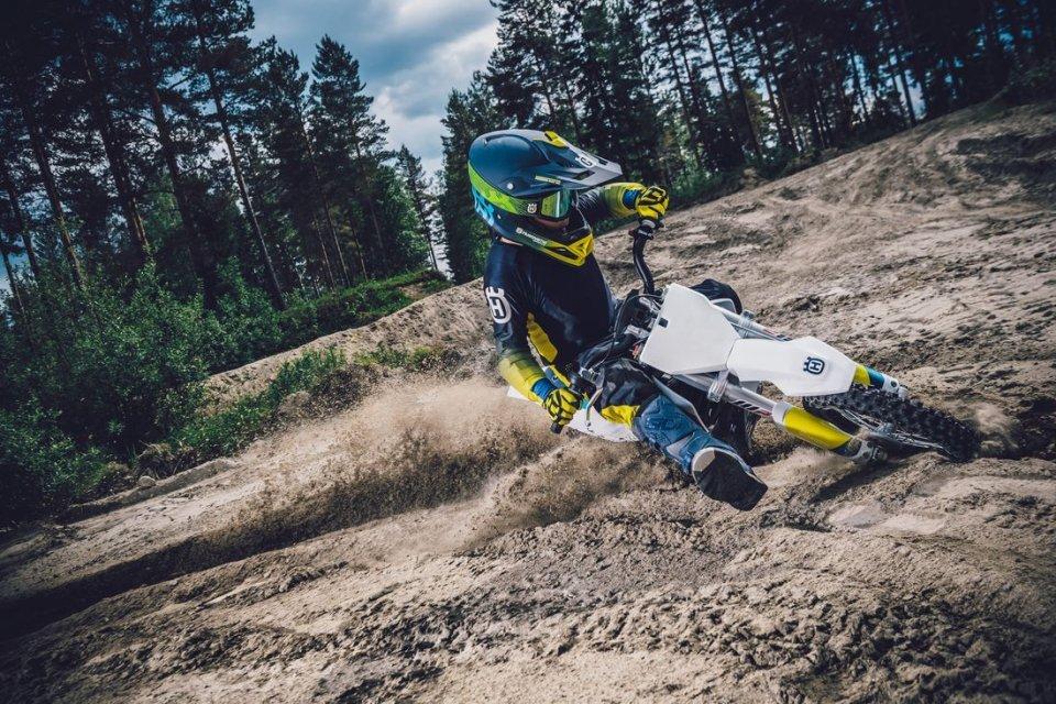 Moto - News: Arriva la prima Husqvarna elettrica: la EE 5 sfida i 50 cc a benzina