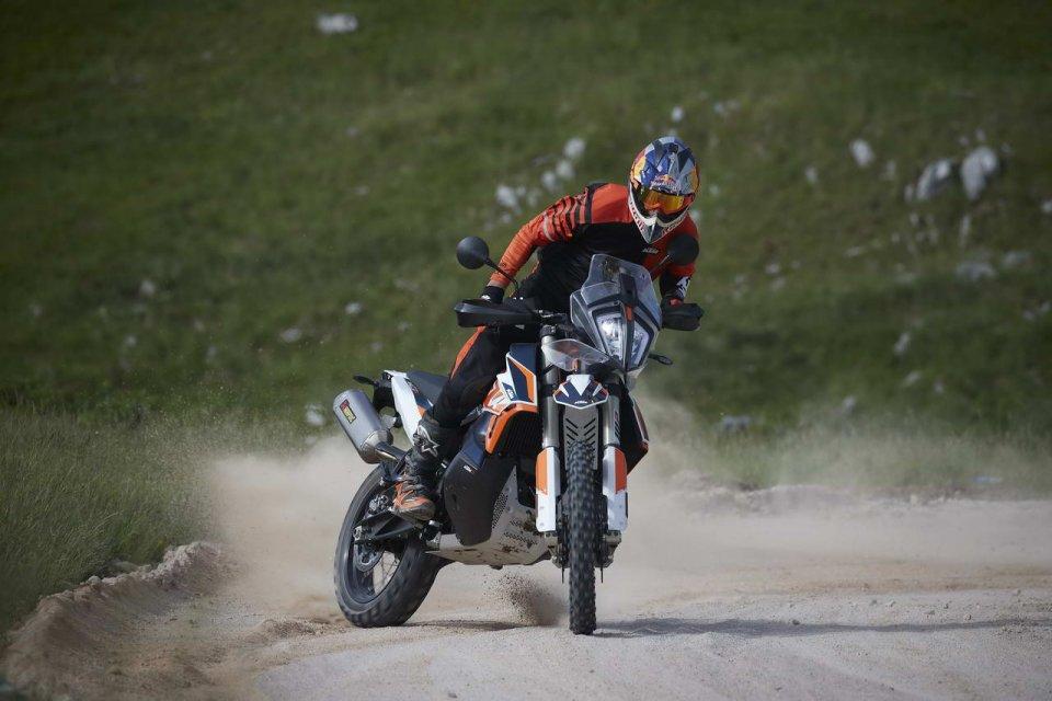 Moto - News: KTM 790 Adventure R Rally: sentirsi globe trotter