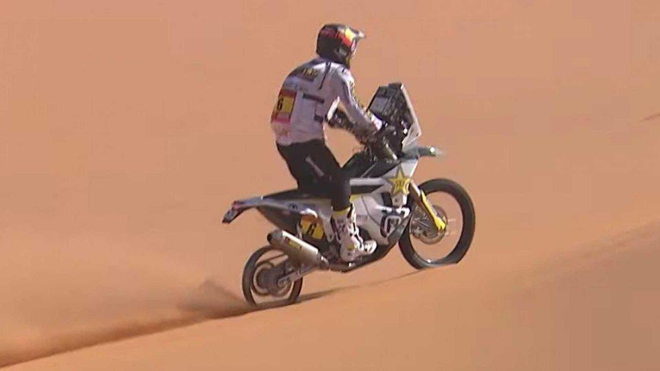 Moto - News: Dakar: Short presta la gomma e taglia il traguardo sul cerchio [VIDEO]