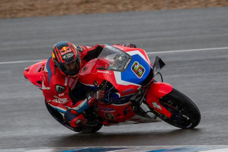 MotoGP: Un'intruso ai test SBK di Jerez: Stefan Bradl sulla Honda MotoGP
