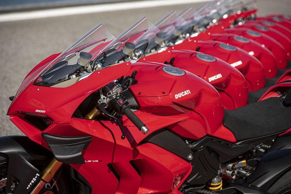 Moto - News: La nuova Panigale V4 già nei concessionari