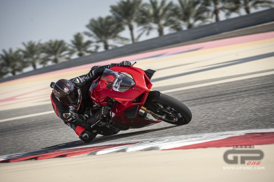 Moto - Test: TEST: Ducati Panigale V4S: the beast is tamed and even faster