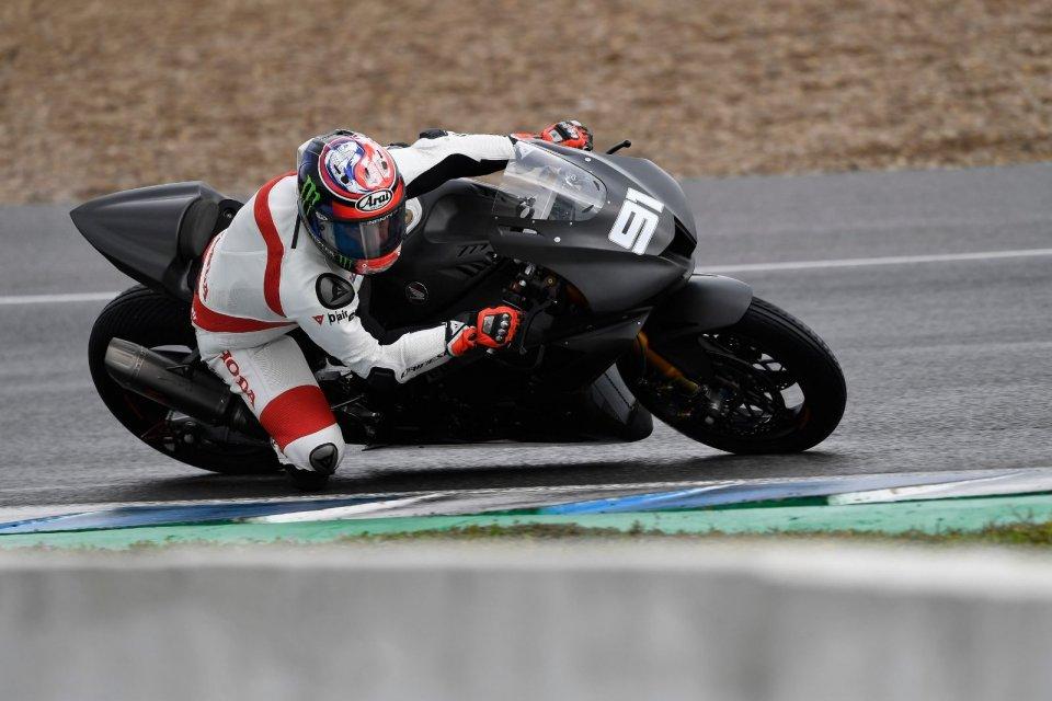SBK: Leon Haslam fa volare la Honda CBR RR-R sul bagnato di Jerez