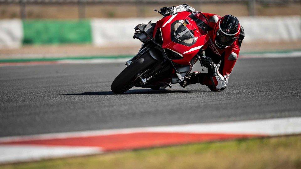 Moto - News: Ducati, la Panigale V4 Superleggera in azione [VIDEO]