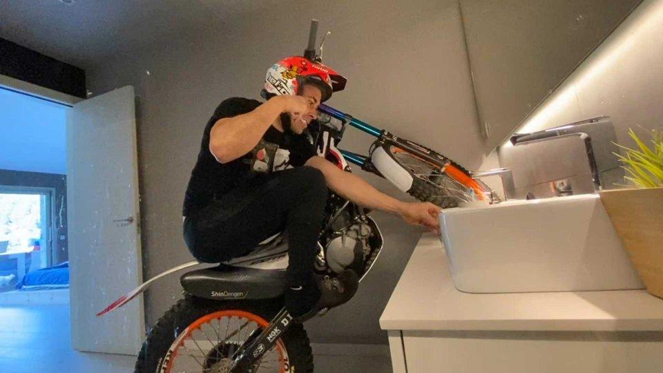 Moto - News: Il Coronavirus non ferma il campione di trial Toni Bou [VIDEO]