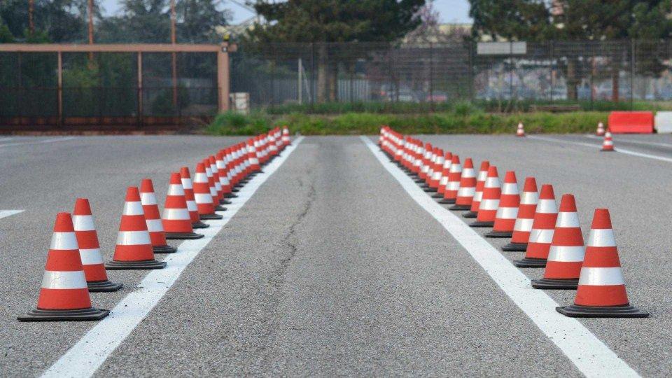 Moto - News: Coronavirus: stop agli esami di patente moto e scooter