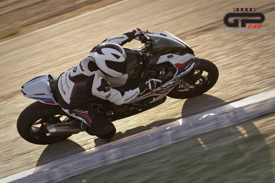 Moto - News: BMW Motorrad presenta i componenti M Performance