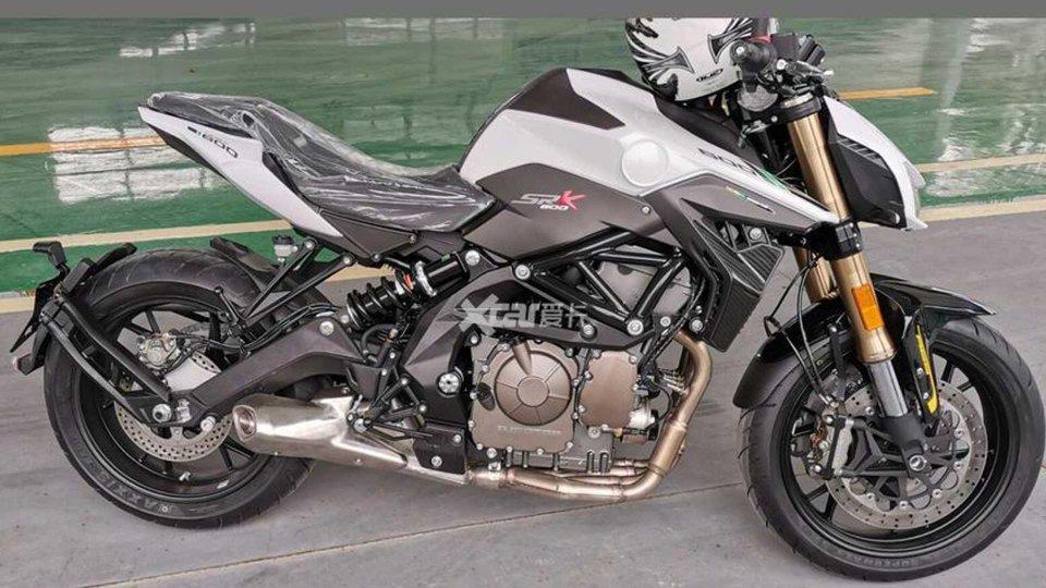Moto - News: Benelli SRK600, le prime immagini della nuova naked media