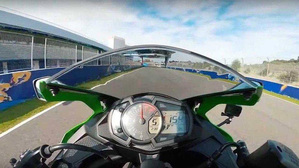 Moto - News: Kawasaki ZX-25R, di nuovo in pista a Jerez con Jonathan Rea [VIDEO]