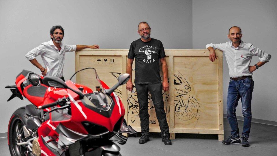 Moto - News: Consegnata la prima Ducati Panigale Superleggera V4