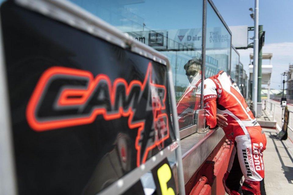 SBK: Leon Camier: per i medici è ok, ma non per la Ducati V4
