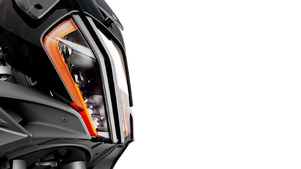 Moto - News: KTM 1290 Super Adventure 2021, beccata su strada