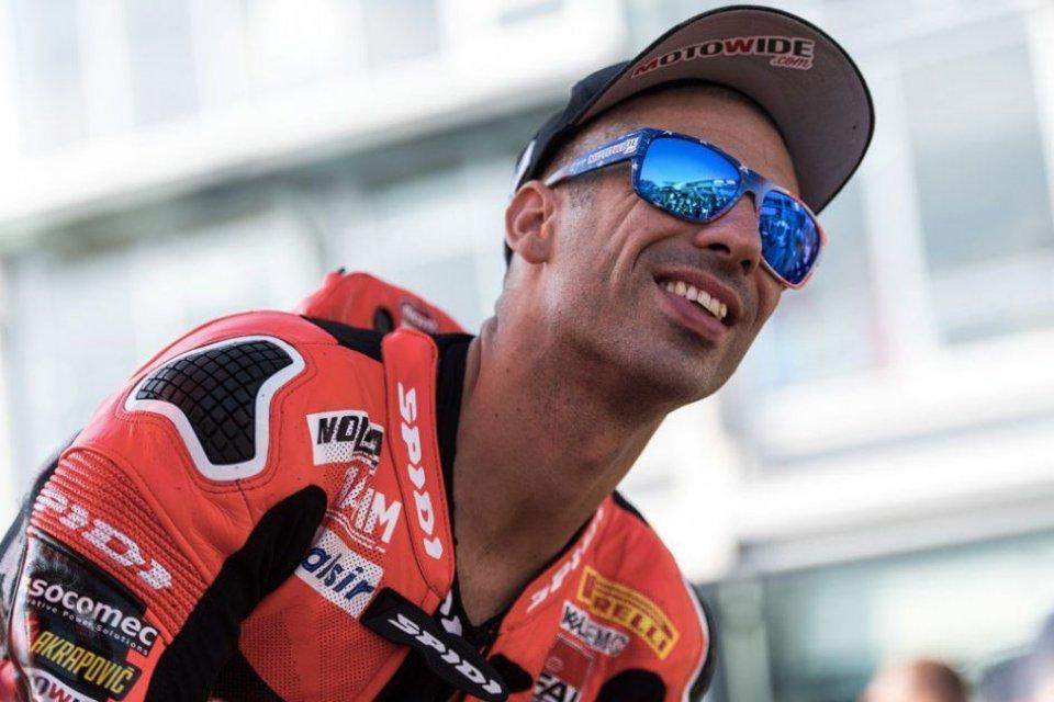 SBK: Marco Melandri racing with Barni's Ducati V4 in Jerez