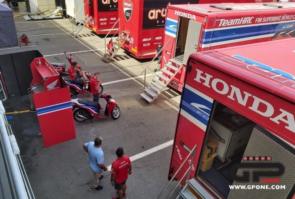 SBK: Honda stopped in the pits in the Barcelona tests: this is what's going on…