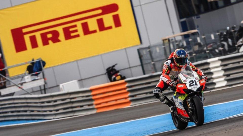 """SBK: Rinaldi, spavento a 250 Km/h: """"mi sono dovuto lanciare dalla moto"""""""