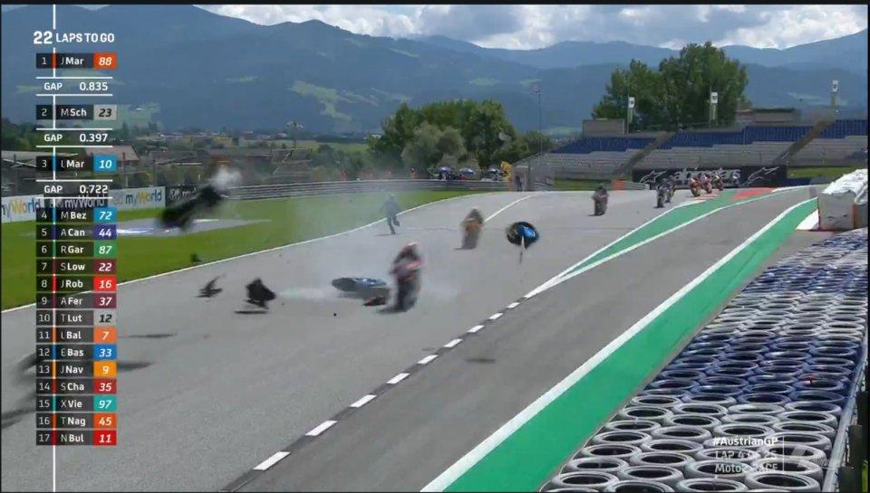 Moto2: Paura in Moto2: Syahrin centra la moto di Bastianini, ma è cosciente