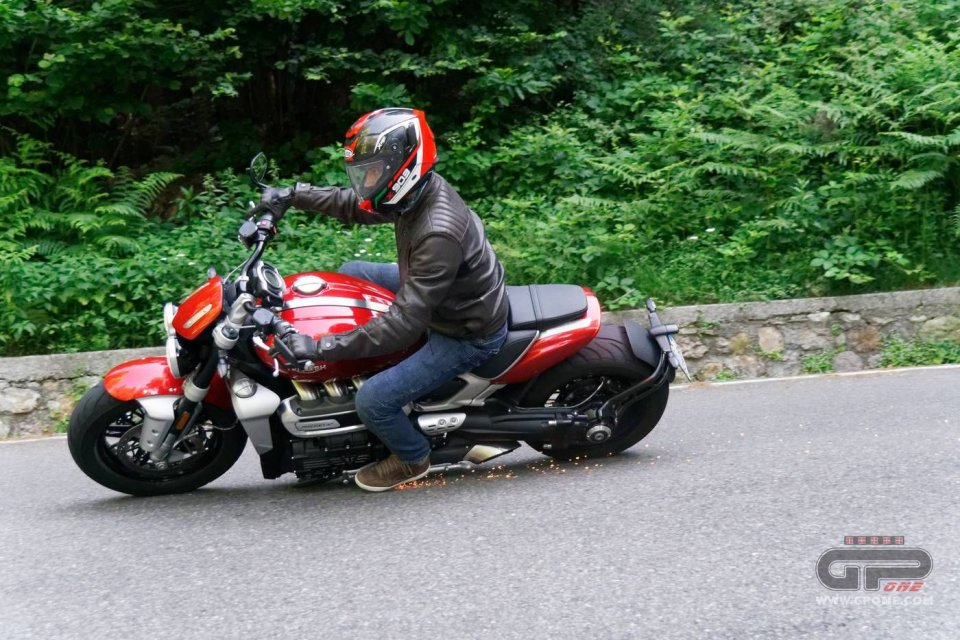 Moto - News: Chiodi sulla Cisa: in molti si ritrovano le gomme forate