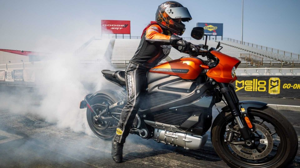 Moto - News: Harley-Davidson LiveWire, la drag race elettrica è da record [VIDEO]