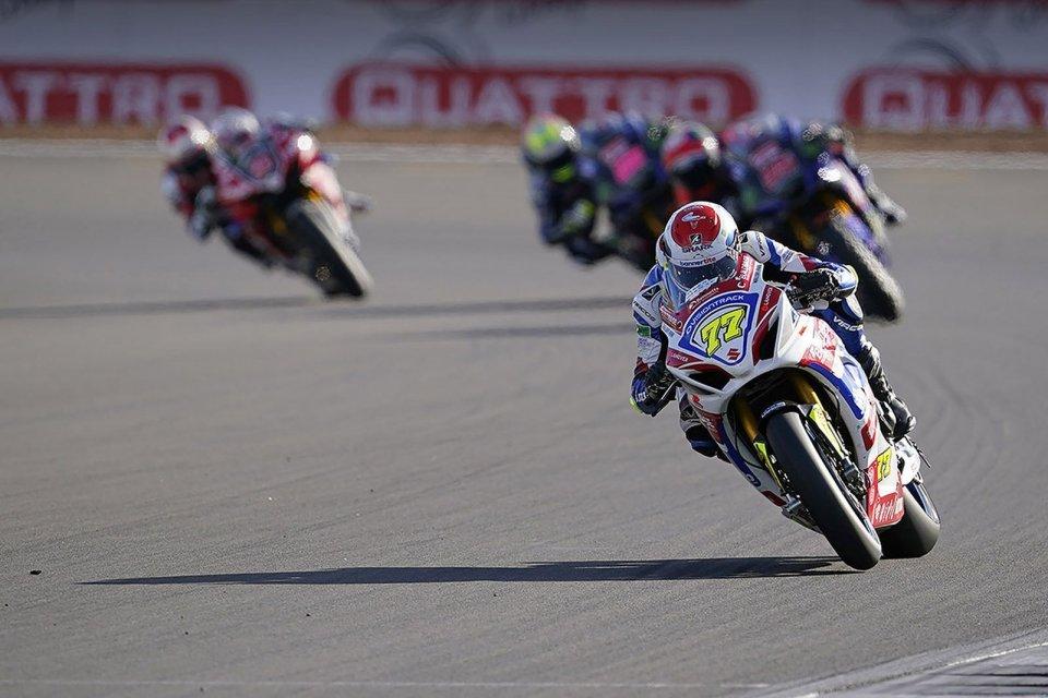 SBK: BSB, Ryde e Tarran Mackenzie dominano a Silverstone, male le Ducati