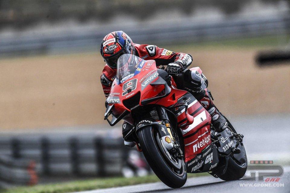 MotoGP: Petrucci sbanca Le Mans sul bagnato davanti a Marquez...ma è Alex!