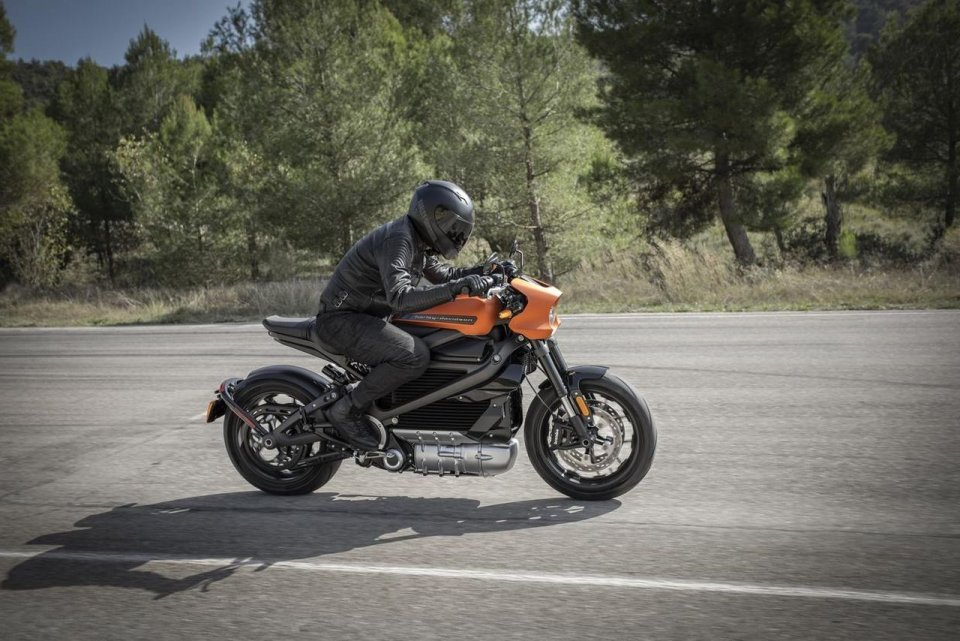 News: How to balance between moto training and studying