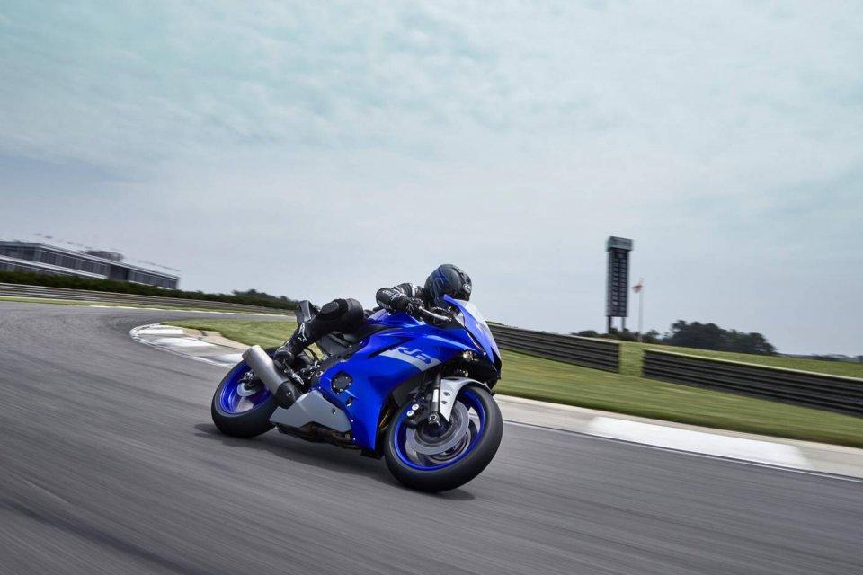 Moto - News: Yamaha R6 2021: addio alla strada, sarà solo uso pista, caratteristiche e foto