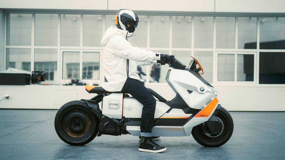Moto - News: BMW Definition CE 04: il futuro degli scooter elettrici è oggi