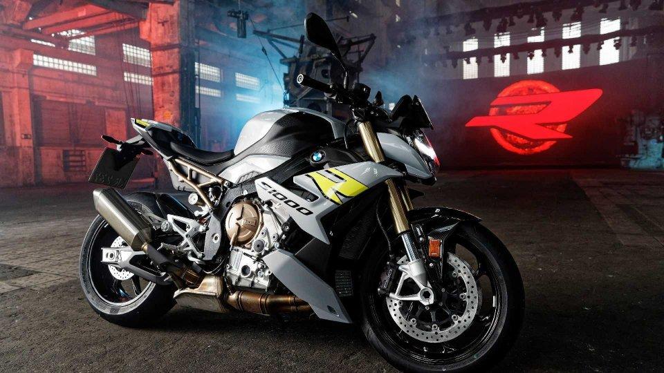 Moto - News: BMW S 1000 R 2021: l'hyper-naked torna rivoluzionata!