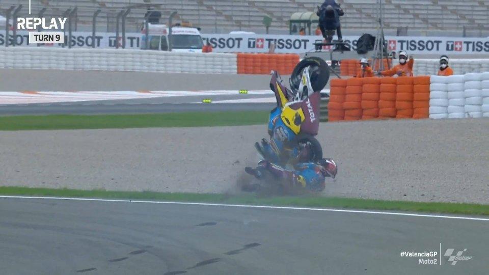 Moto2: Lowes cade nelle FP3 di Valencia, sospetta frattura al polso
