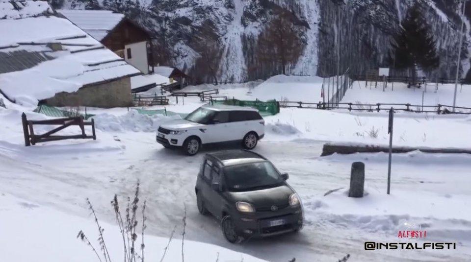 Auto - Video: Italia è davvero la Land of Panda: una Range Rover si ferma, lei no!