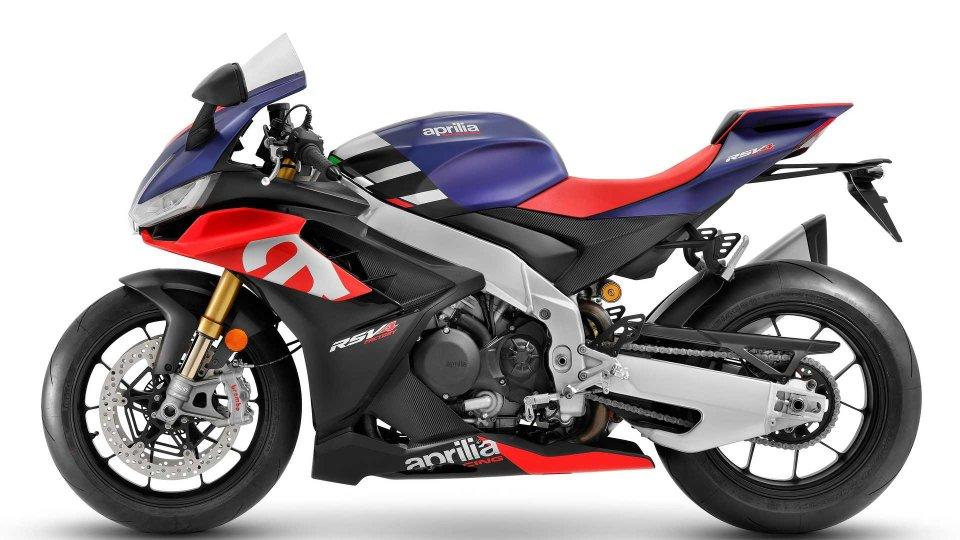 Moto - News: Aprilia RSV4 2021: più grande e con un look inedito