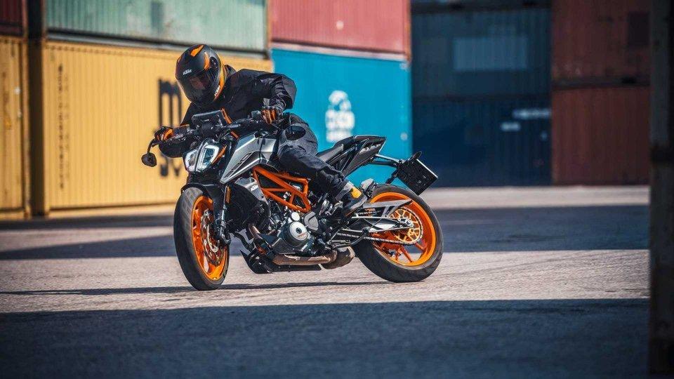 Moto - News: KTM 125 Duke e 390 Duke 2021: le piccole tornano Euro 5